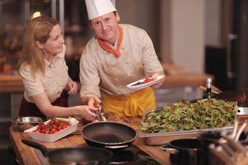 Pfannen in der Küche