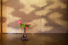 Japoński kwiatów (ikebany) Pośrednictwo w japońskiej herbaciarni