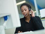 žena pracující v call centru