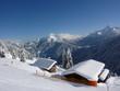Winterlandschaft mit Holzhäusern