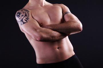 Männer Body Arme gekreuzt