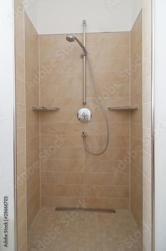 offene dusche in badezimmer von arochau lizenzfreies foto 28666703 auf. Black Bedroom Furniture Sets. Home Design Ideas