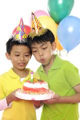 Kids at a celebrate birthday.