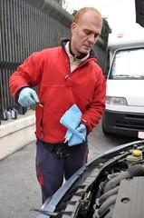 Controllo livello olio con asticella