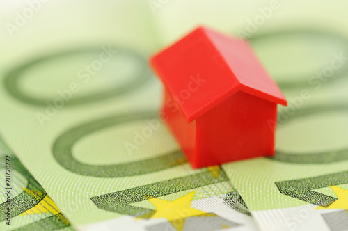 Red model house and banknotes