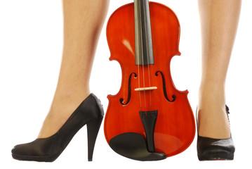 Donna e strumento musicale 015