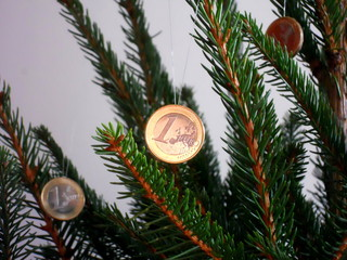 christmas tree and cash