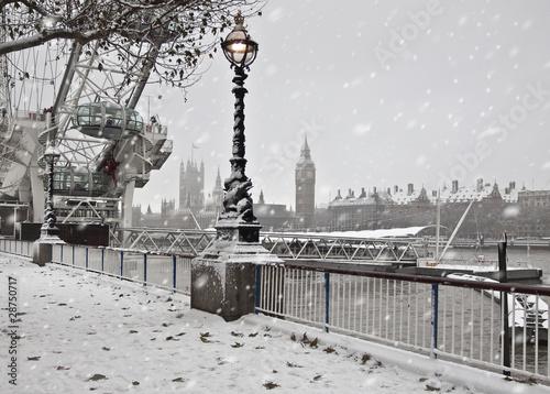 Winter in London - 28750717