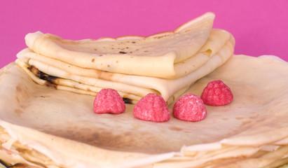 crèpes sur fond rose