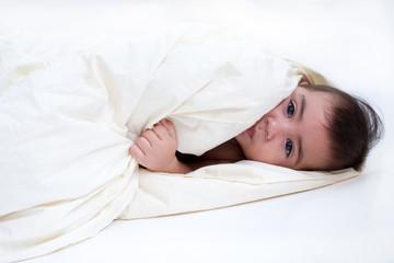 bambino nelle coperte