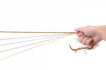 Fäden in der Hand