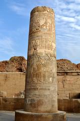 Египетские колонны с фресками в городе Ком-Омбо