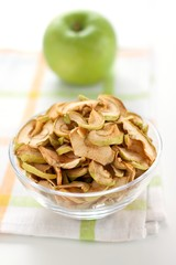 dried apple and fresh apple
