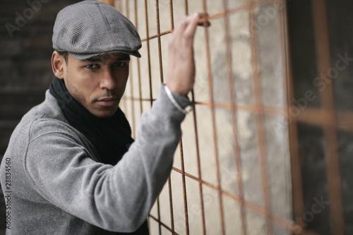 attraktiver junger Mann Outdoor