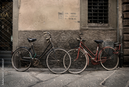 Staande foto Fiets Italian old-style bicycles in Lucca, Tuscany