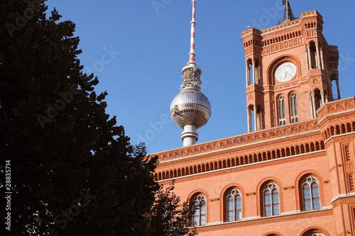 Berlin – Fernsehturm und Rotes Rathaus