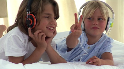 Animation of two children listenning music