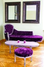 Purpurowe meble