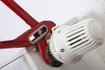 Wasserpumpenzange, Heizkörper, Thermostat