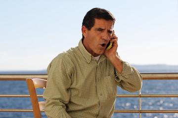 Telefonata sulla terrazza vista mare