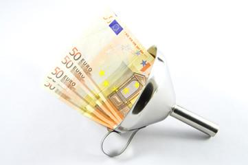 Geldscheine im Trichter