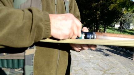 Caricamento e scaricamento fucile semiautomatico