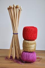 Aiguilles à tricoter et pelotes