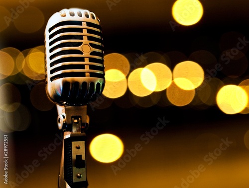 fondo musical con microfono y luces de escenario