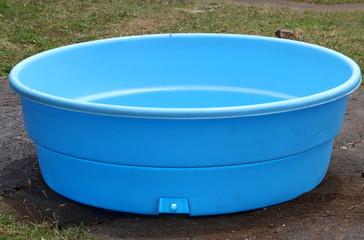 petite piscine en plastique
