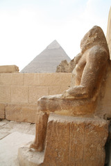 statue bei den pyramiden von gizeh