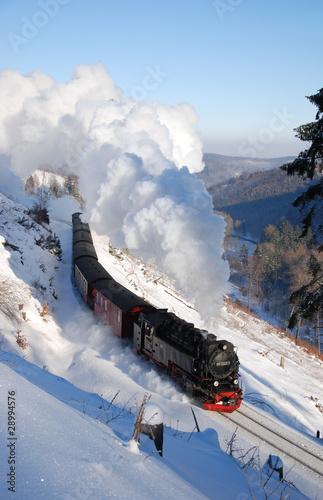 Harzquerbahn in Winterlandschaft - 28994576