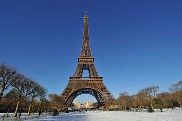 Tour Eiffel et neige