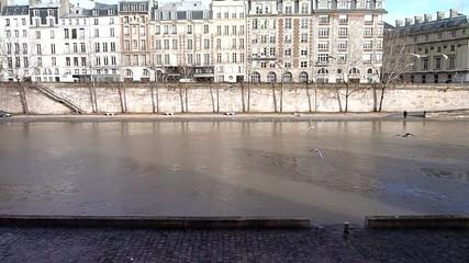Quai parisien