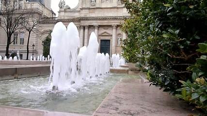 fontaine devant La Sorbonne  - Paris