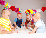 Fototapety Babies with cupcakes