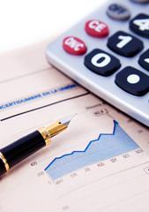 fondo de negocios con graficos,calculadora y pluma