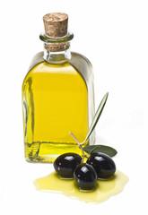 Frasca con aceite de oliva y olivas negras.