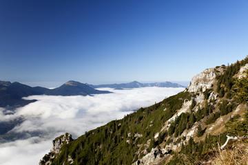 Berge über Wolken