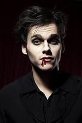 Hübscher, männlicher Vampir