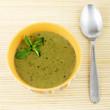 bol de soupe avec cuillère