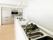 carciofi sul piano di acciaio di una moderna cucina bianca