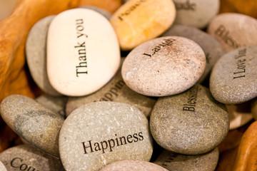 камни с пожелания для декорирования