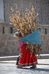 Mujer indigena, Ollantaytambo, Valle sagrado, Peru.