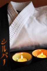 karate-gi con candeline