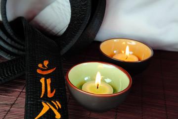 cintura nera con candele