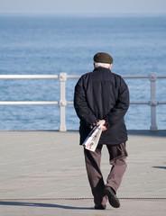 Anciano caminando
