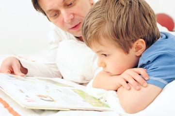 Vater liest vor