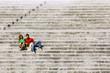 coppia legge sulla scalinata