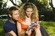 coppia legge guida turistica