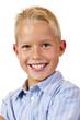 Portrait eines lachenden, glücklichen Jungen